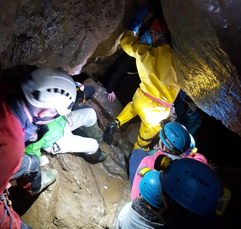 Une descente spéléo captivante dans le trou d'Haquin près de Lustin